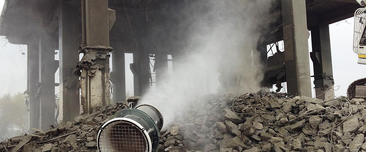 Staubbindemaschine im Abbruchbereich