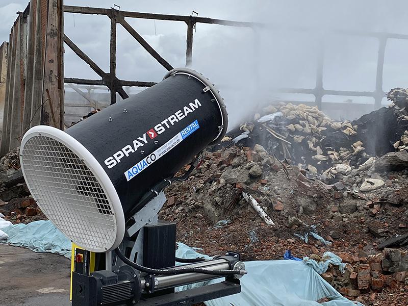 SPRAYSTREAM-Staubbindemaschine von AQUACO zur Brandbekämpfung